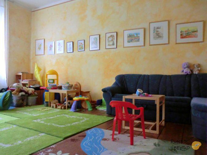 sala de juegos para grupos de madres con hijos en un centro familiar de Alemania