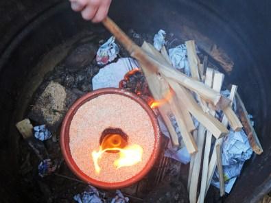 Da es zu kalt war, mussten wir noch zusätzliches Feuer machen