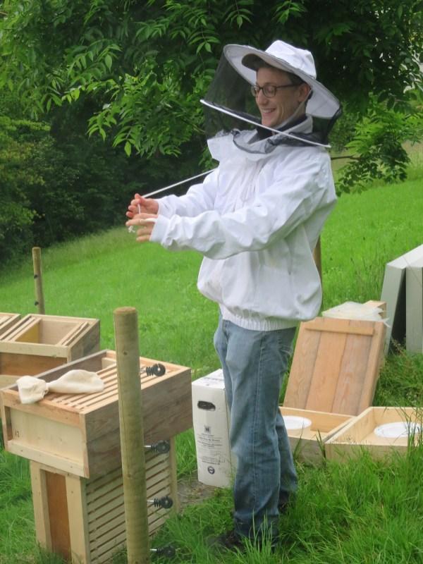 Um 6:30 Uhr morgens ziehen die Bienen auf der Rumpelhalde ein.
