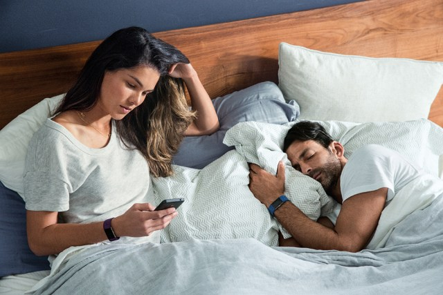fitbit-charge-2_couple_waking-up_lifestyle