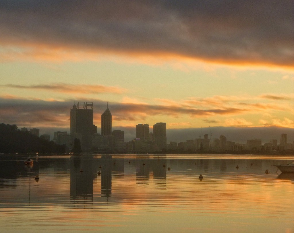 Matilda Bay looking towards Perth. One of my favourite runs. Photo by Paul Harrison.