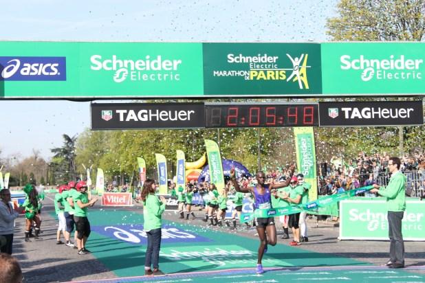 Victoire du Kenyan Mark Korir en 2h05min48sec