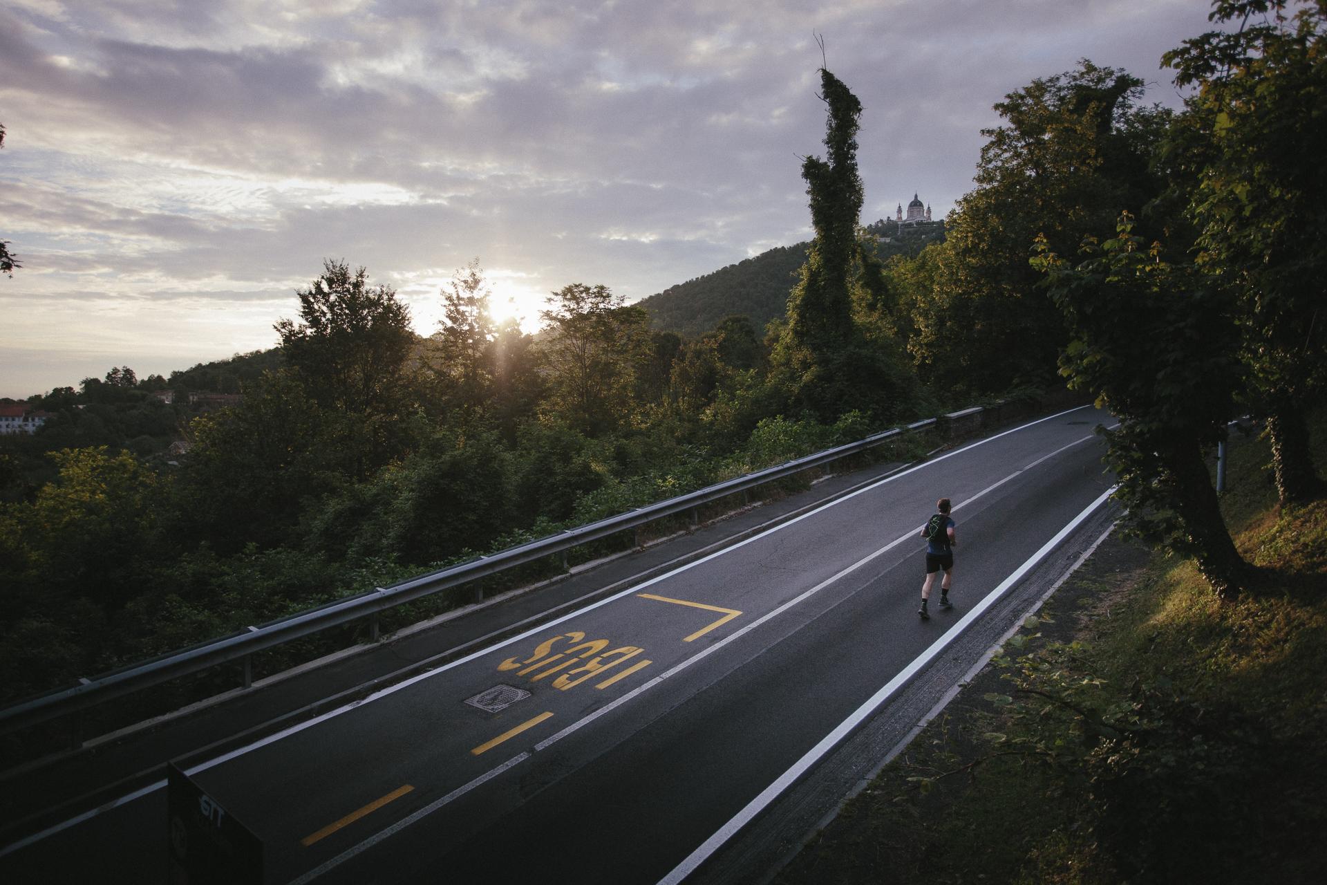 Un'avventura lunga un giorno: Asics Beat The Sun sui Sentieri della Collina
