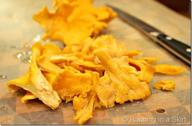 mushroom_hunting_chanterelles_cooking