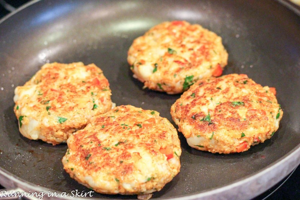 Cajun Shrimp Burgers recipe inspired by Redfish Hilton Head Island! Tender, tasty and easy to make! / Running in a Skirt