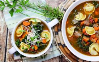 Kale Tortellini Soup- Easy vegetarin soup on table in less than 30 minutes! / Running in a Skirt