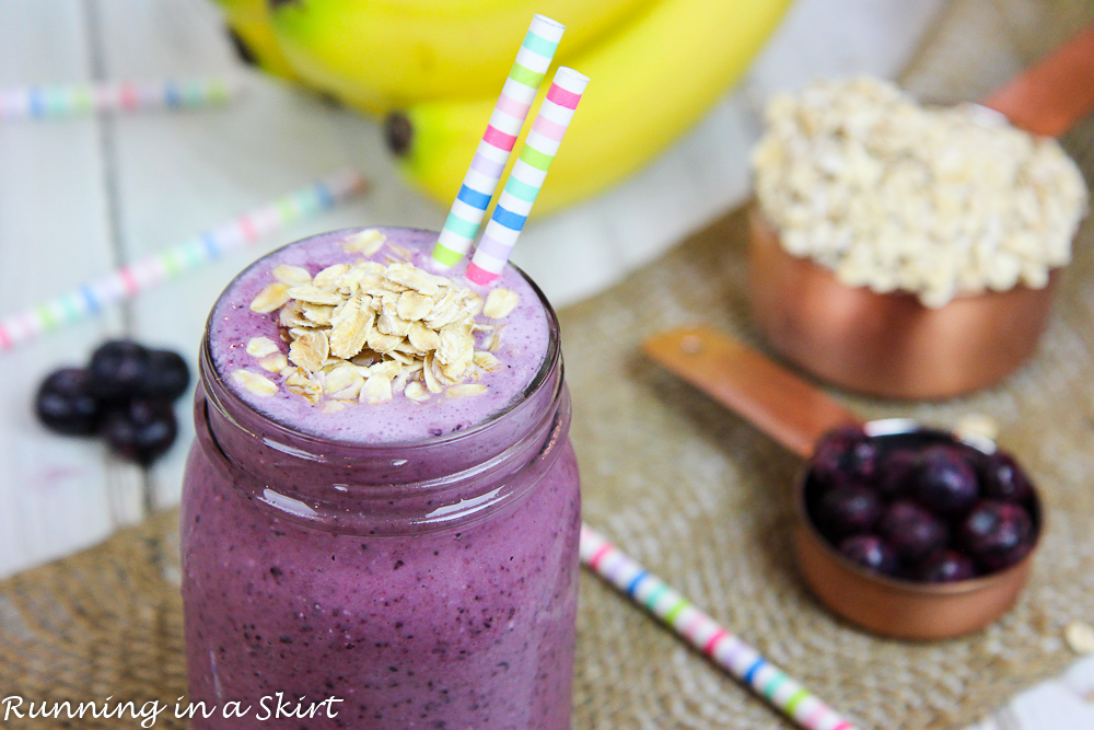 Healthy Blueberry Oatmeal Smoothie recipe / Running in a Skirt
