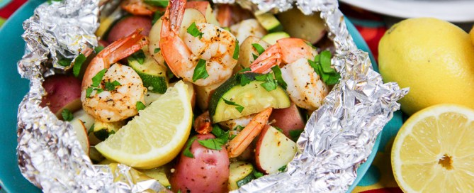 Fast Healthy Grilled Shrimp in Foil Recipe - healthier and sausage free twist on a low country boil! / Running in a Skirt