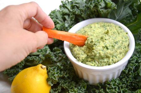 Healthy Kale Hummus with Raw Veggies