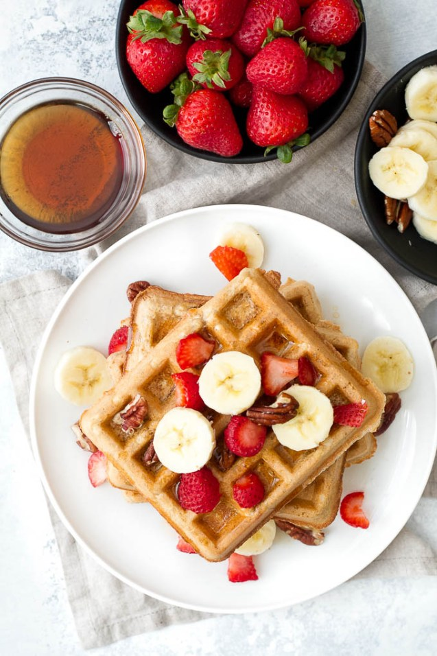 Healthy Recipes to Bake this Christmas Flourless oatmeal waffles that are crispy on the outside, fluffy on the inside, and crazy easy to make! | runningwithspoons.com
