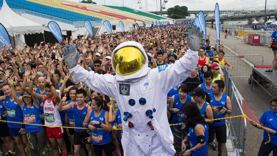 Fly Me to The Moon: The Pocari Sweat Run 2016