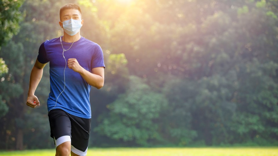 Should Runners Wear A Face Mask While Running?