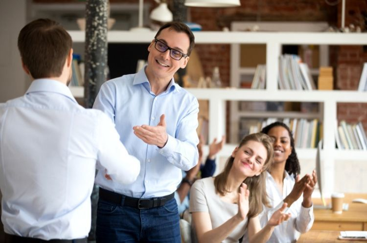 How to Welcome New Employees Start Off on the Right Foot