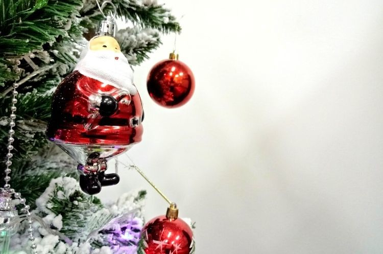 What Landlords Should Know About Holiday Decorations