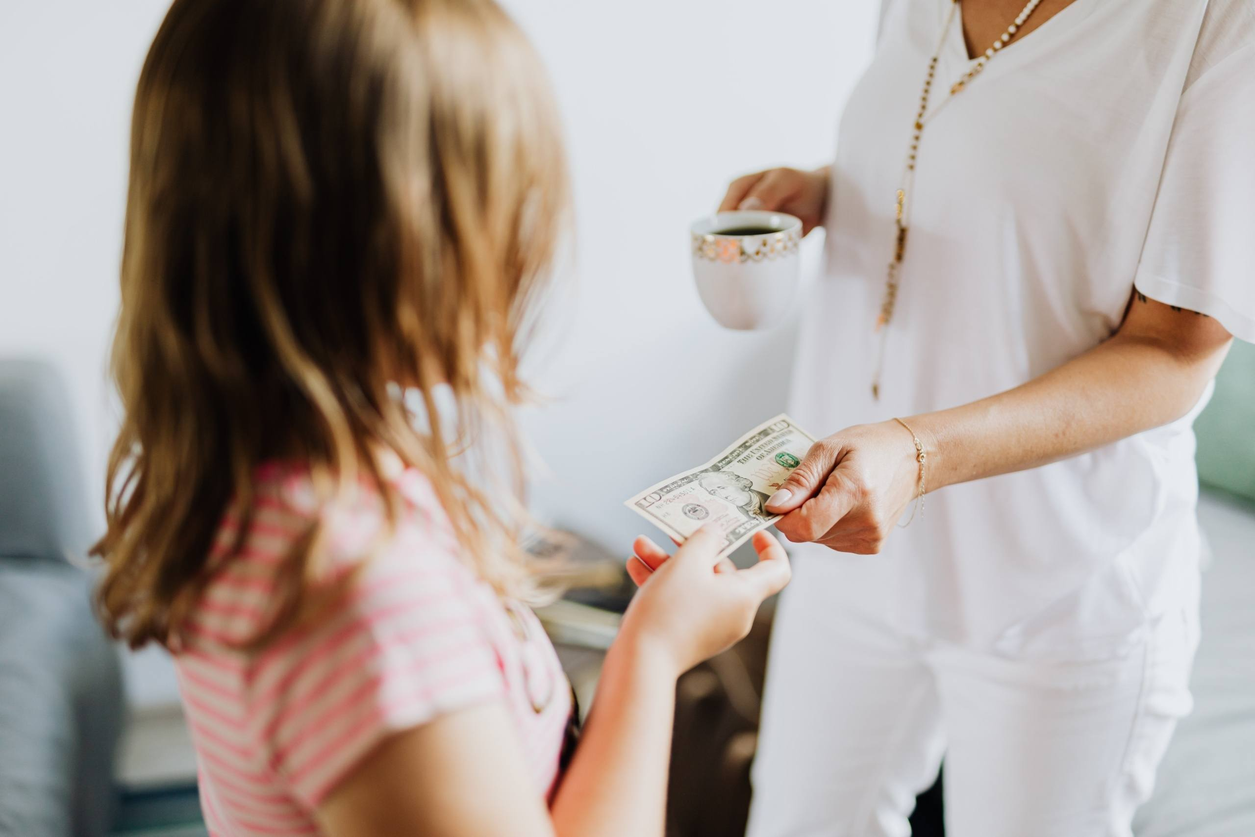 mother teaches young girl value of money - Teach Children The Value Of Money