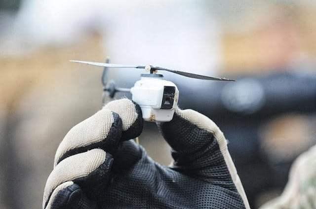 طائرة البلاك هورنيت ( الدبور الأسود ) أصغر طائرة نانوية بدون طيار في العالم 1