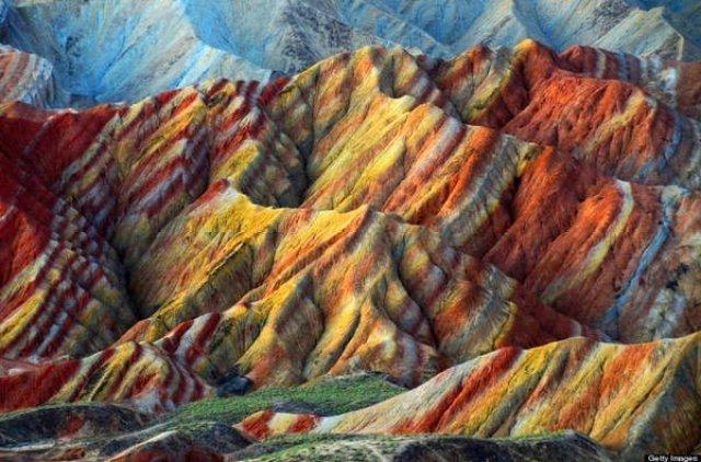 جبال قوس قزح بالصين و جمال طبيعي خلاب 1