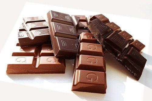 شوكولاتة العادية و شوكولاتة الداكنة