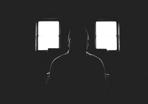 ما الذي يمكن أن تفعله العزلة في الظلام لمدة شهر كامل ؟ 4