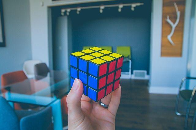 فوائد مكعب روبيك : 7 فوائد ستتعلمها من حل مكعب روبيك 1