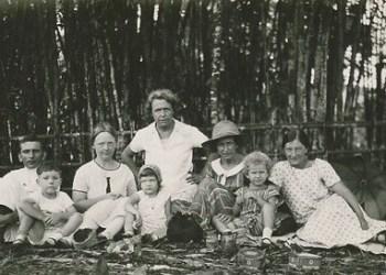 Marie Luise Gothein (Mitte) besucht ihren Sohn auf Java, Mai 1926. Foto: UB Heidelberg