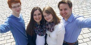 """Die vier Jungunternehmer Johannes, Alexandra, Julia und Fabian (v.l.n.r.) haben die erste Nachhilfebörse speziell für Studenten gegründet. Auch in Heidelberg kann man """"study bees"""" nutzen. Bild: Privat"""
