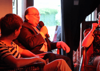 Mann mit Köpfchen: Literaturkritiker Denis Scheck im Gespräch mit Kai Gräf und Christina Deinsberger. Bild: Querfeldein