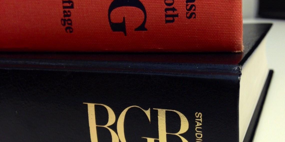 Ab jetzt wälzen Anwälte des Anwaltvereins Heidelberg für euch die Bücher bei der Rechtsberatung der VS. Bild: Gnom