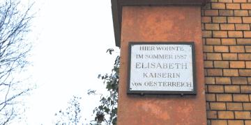 Heute erinnert nur eine kleine Tafel an den Aufenthalt der Kaiserin. Bild: Maren Kaps.