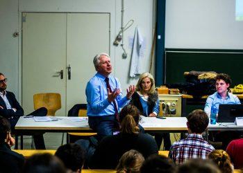 Rektor Bernhard Eitel stellt sich zwei Stunden den Fragen der StuRa-Vertreter. (Bild: Philip Hiller)