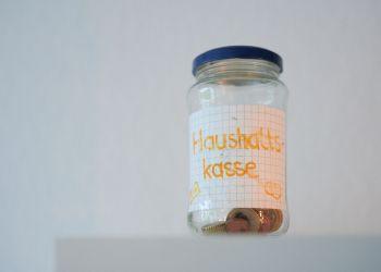 Einer leeren Haushaltskasse soll das Hilfspaket der Bundes- und Landesregierung entgegenwirken. Foto: Nicolaus Niebylski