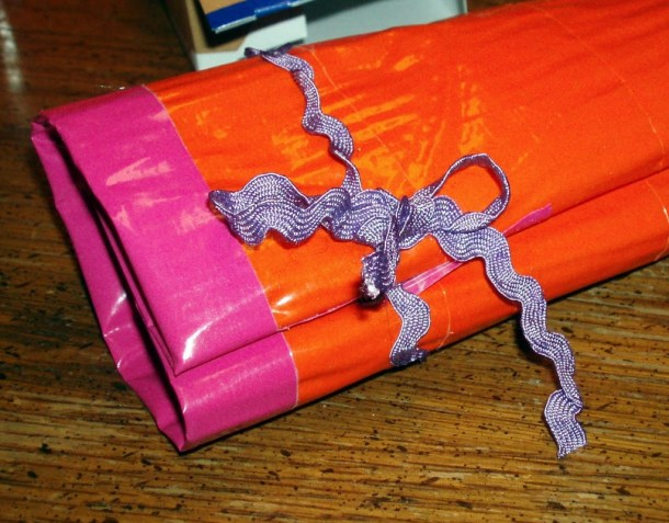 Duct tape mini first aid kit roll craft tutorial diy for Mini duct tape crafts