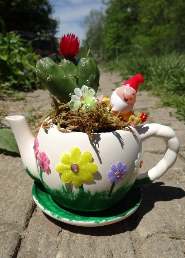 DIY Fairy Garden Tea Pot | Garden Party Ideas