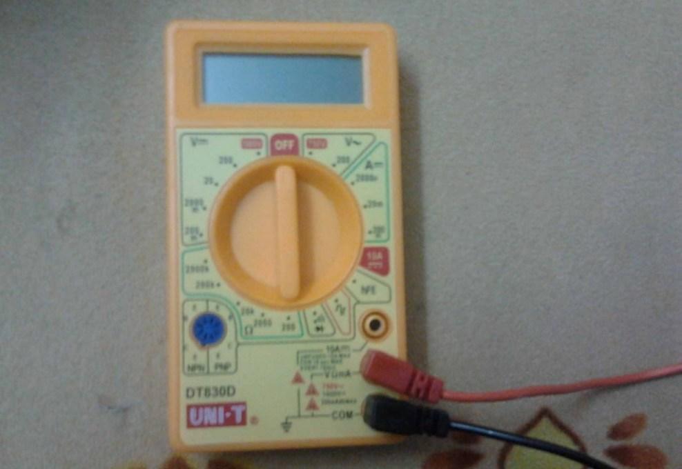Cómo probar su ordenador portátil adaptador de corriente AC usando multímetro - Paso 2
