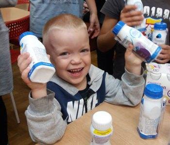 Blije kinderen in Ostroshitsy Garadok