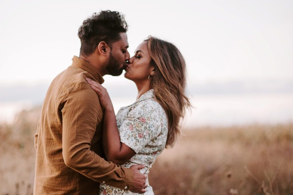 Things to Know When Dating Good Looking Women