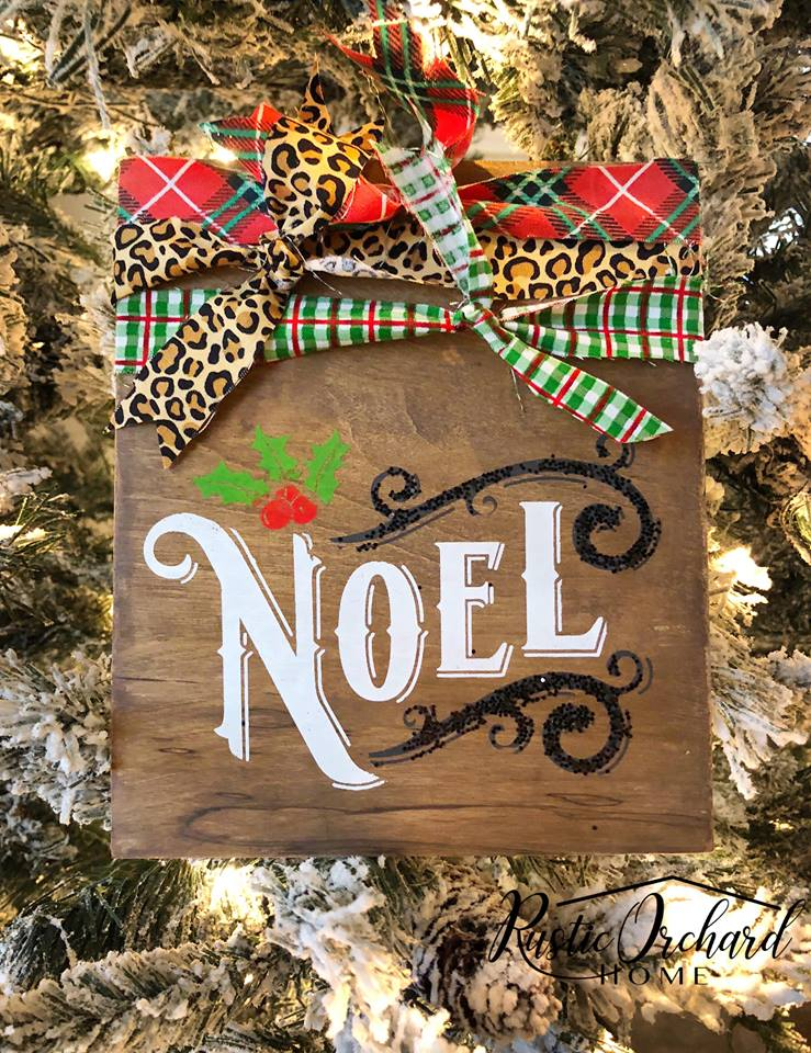 Learn to make these rustic wooden ornaments for your Christmas tree! These make beautiful Christmas decorations and handmade Christmas gifts! #christmashomedecor #christmascraft #chalkcouture #DIYchristmasdecorations #christmas