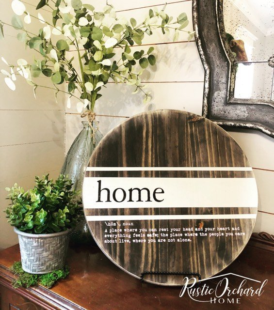 Create your own round wooden tray with this simple DIY!