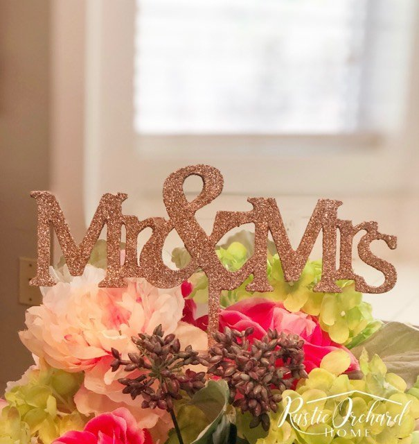 Make your own rustic glam Wedding Cake Topper with this simple DIY tutorial. This is perfect for those planning a wedding on a budget. #rusticorchardhome #weddingdecorations #weddingcaketopper #fallwedding #goldweddingdecorations