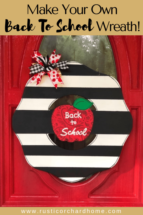 This back to school door hanger is the perfect gift for teachers. Learn how to make it with this DIY gift idea tutorial! #rusticorchardhome #backtoschool #teachergift #doorhanger #diygiftidea