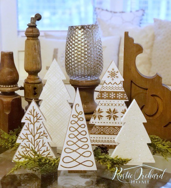 Learn how to make your own set of stenciled wood Christmas trees using Chalk Couture. This is the perfect Farmhouse Christmas DIY! #rusticorchardhome #christmasDIY #christmascraft #farmhousechristmas #chalkcouturechristmas