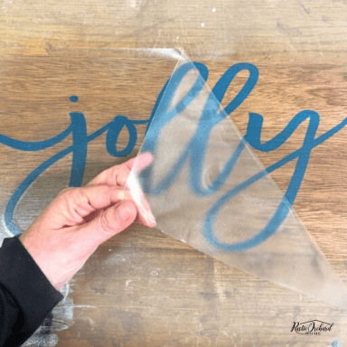 Learn to using vinyl stencils to create wooden signs for all occasions! #rusticorchardhome #vinylstencils #woodensigns #diyfarmhousedecor #diysigns