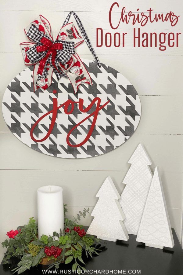 "Make your own ""Joy"" Christmas Door Hanger! This is an adorable DIY Christmas decor idea you can use for gifting or as holiday decor."