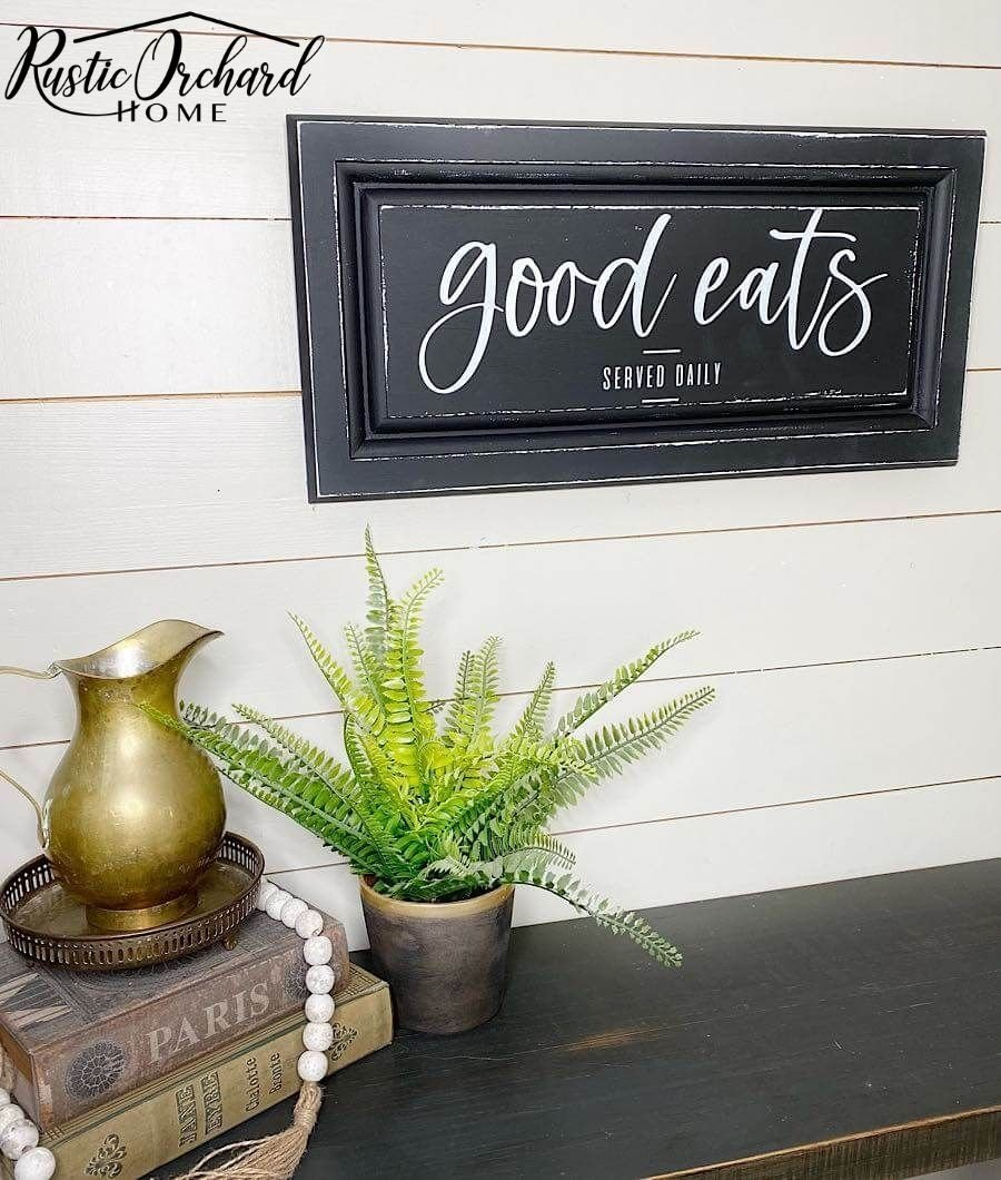This DIY repurposed cabinet door sign tutorial is perfect for those who love farmhouse décor.