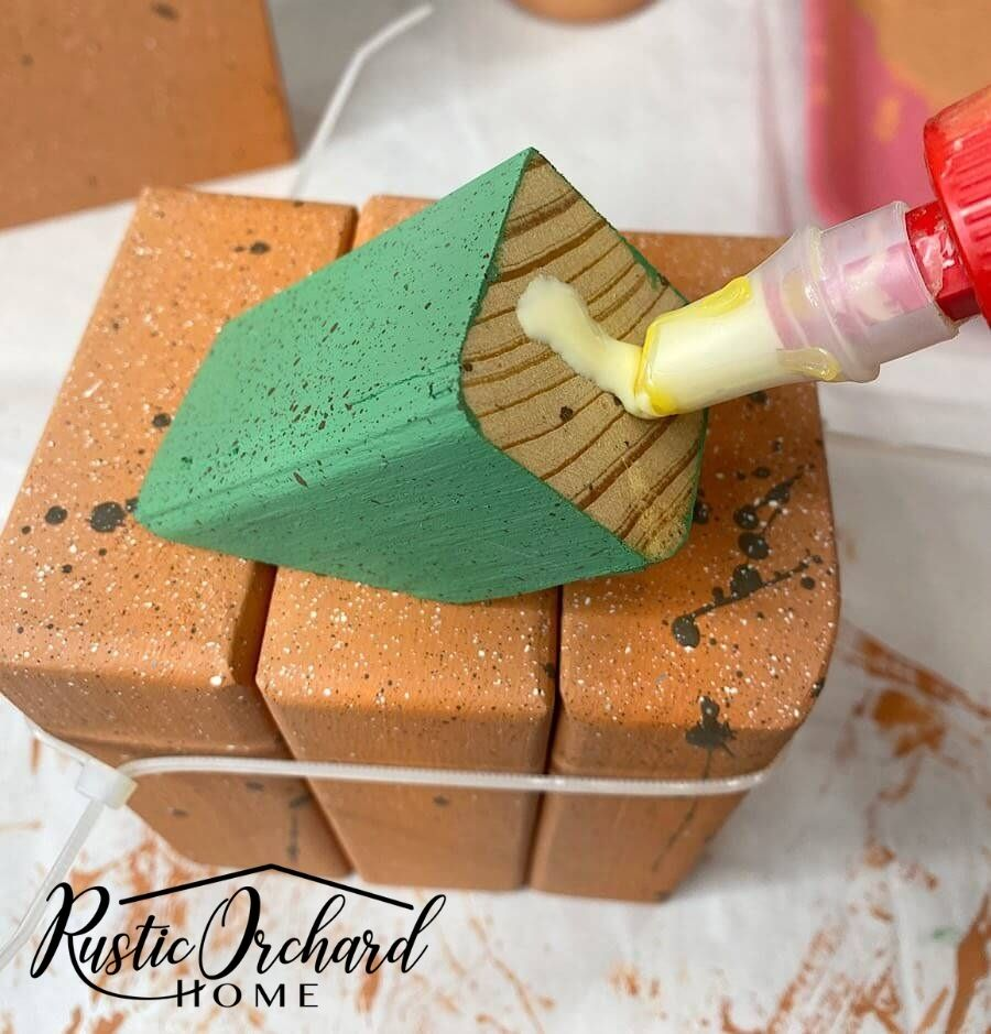 Learn how to make a DIY wood pumpkin set with this simple fall home décor crafting tutorial.