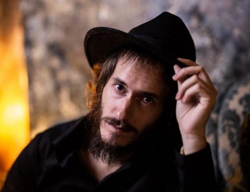 Antonio Hernando – El Cabaret de los Aulladores Licántropos (Autoeditado)