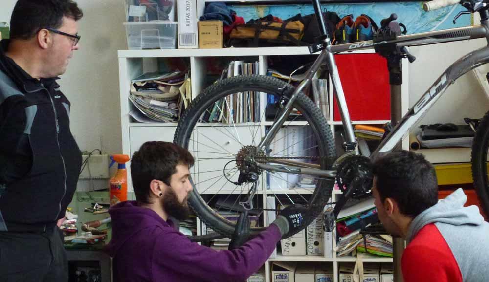 Mecanica basica bicicleta Madrid Rutas Pangea