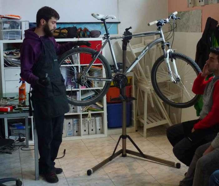 Rutas Pangea Mecanica basica bicicleta Madrid