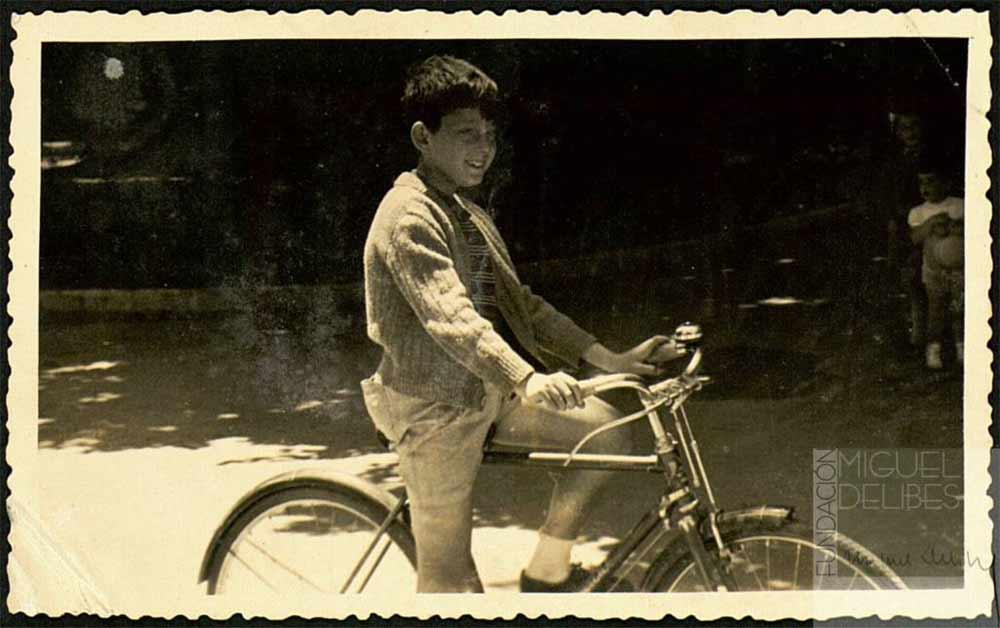 Delibes niño en bici