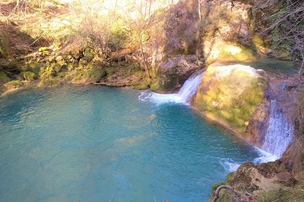 Poza color turquesa del Río Urederra